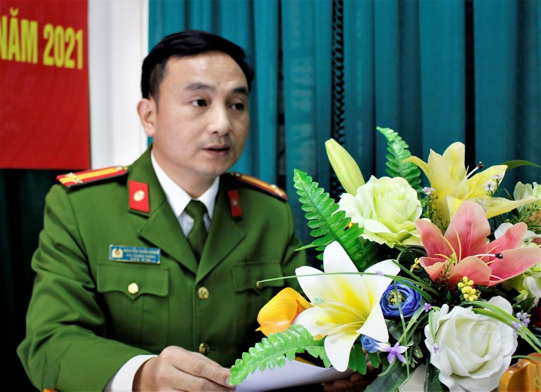 Trung tá Nguyễn Tuấn Hùng, Phó trưởng phòng báo cáo tóm tắt tình hình kết quả công tác Công an năm 2020