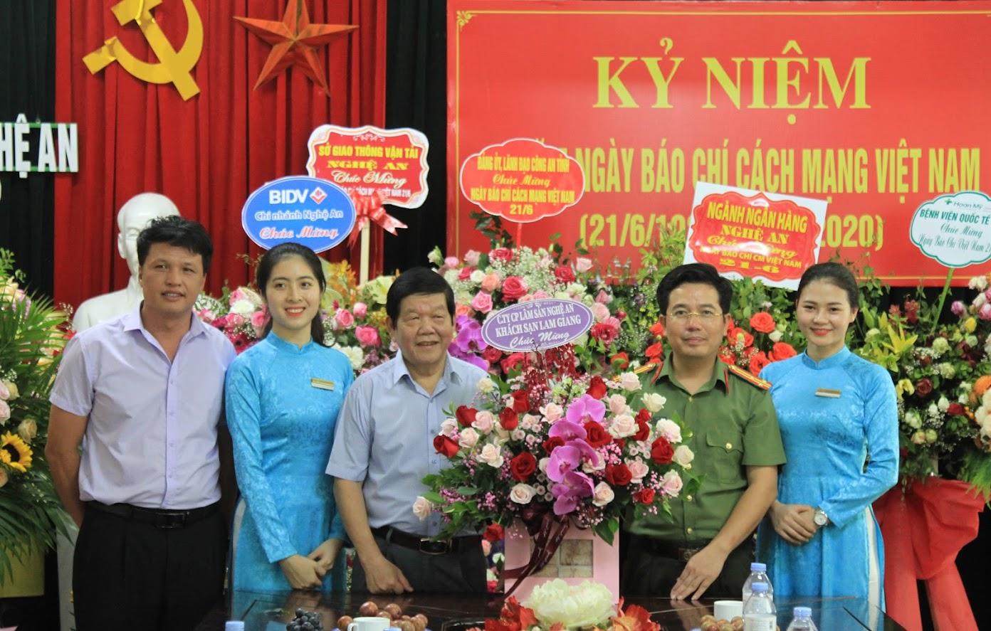Khách sạn Lam Giang chúc mừng