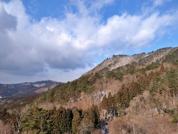 山がんの里から見た神行堂山山頂