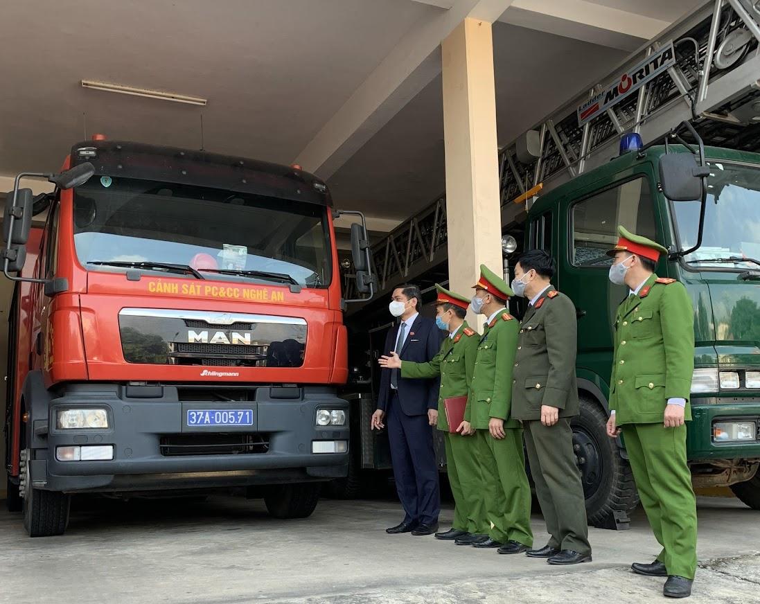 Các đơn vị báo cáo công tác chuẩn bị lực lượng, phương tiện sẵn sàng thường trực đảm bảo trong các ngày Tết