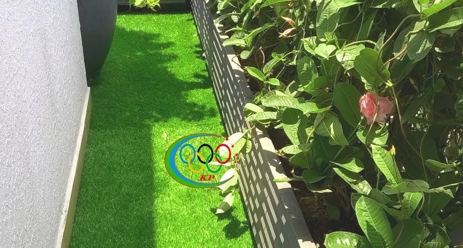 Cảnh quan xanh mướt hơn khi kết hợp thảm cỏ nhựa