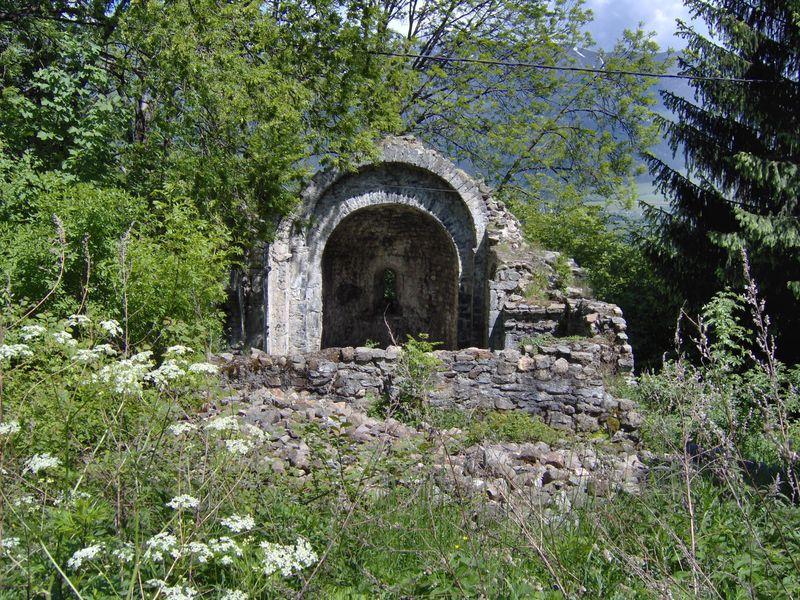 Les ruines de l'eglise romane de St Theoffrey