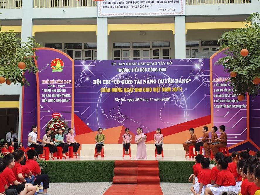 Cô giáo Mẫn Thu Giang với màn múa Kỉ niệm tuổi học trò