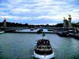 エミリー、パリへ行く CM shooting Pont Alexandre III