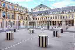 エミリー、パリへ行く A last instagram live? Colonne de Buren at Palais Royal