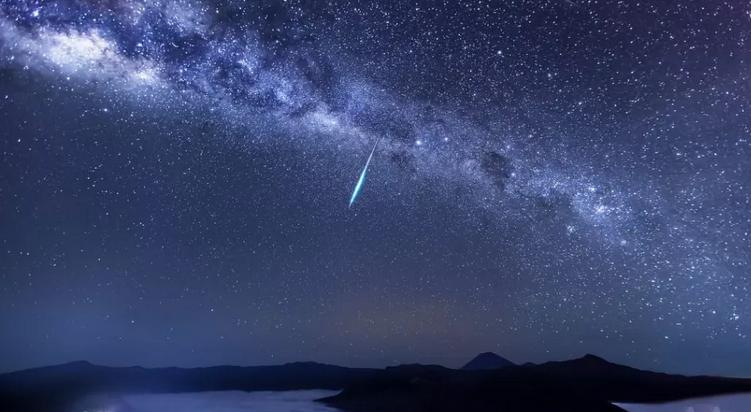Ilustračná snímka meteoru z roja Eta Akvaríd. Foto: Justin Ng