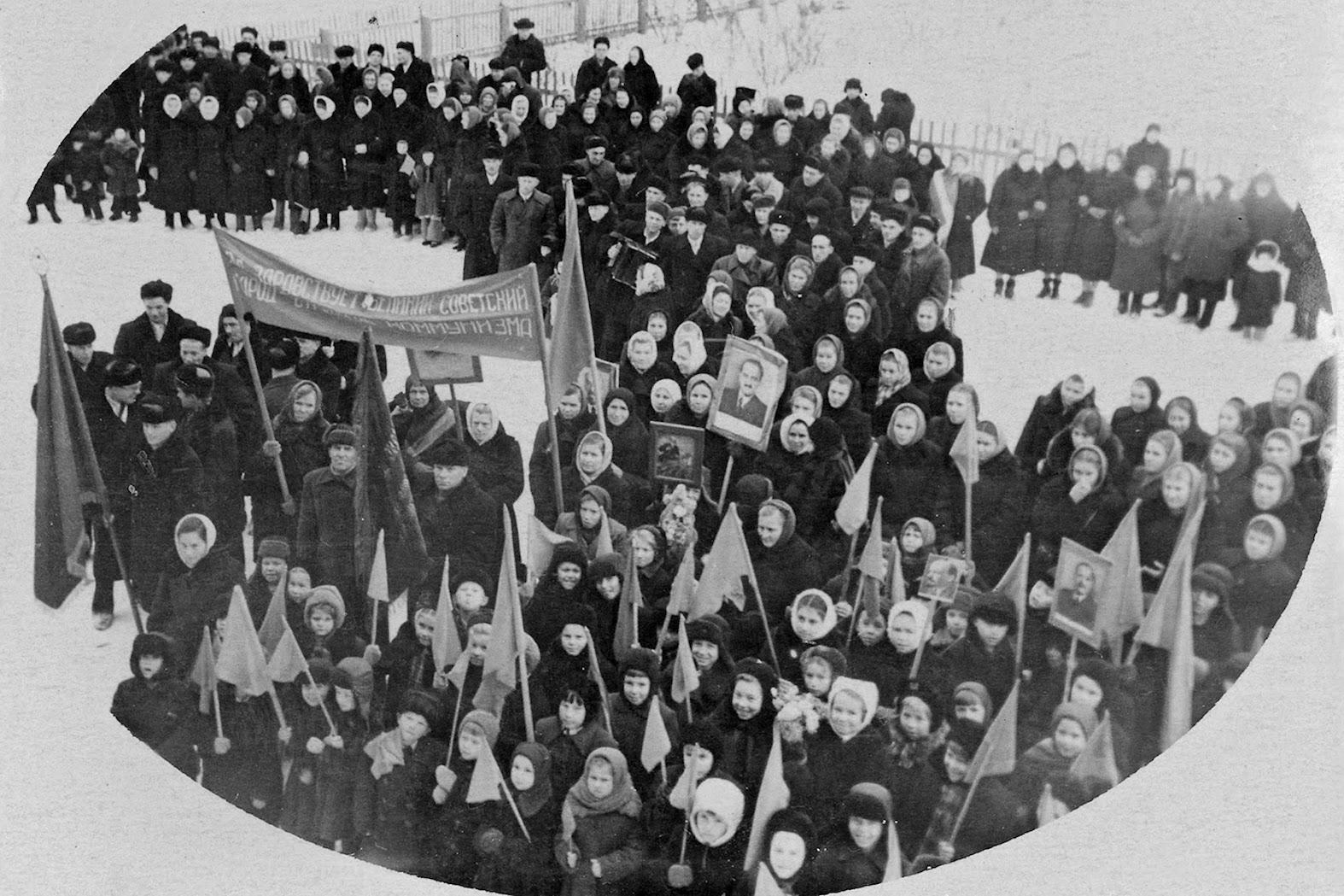 Да здравствует великий советский народ — строитель коммунизма, 1957 год, ноябрь.