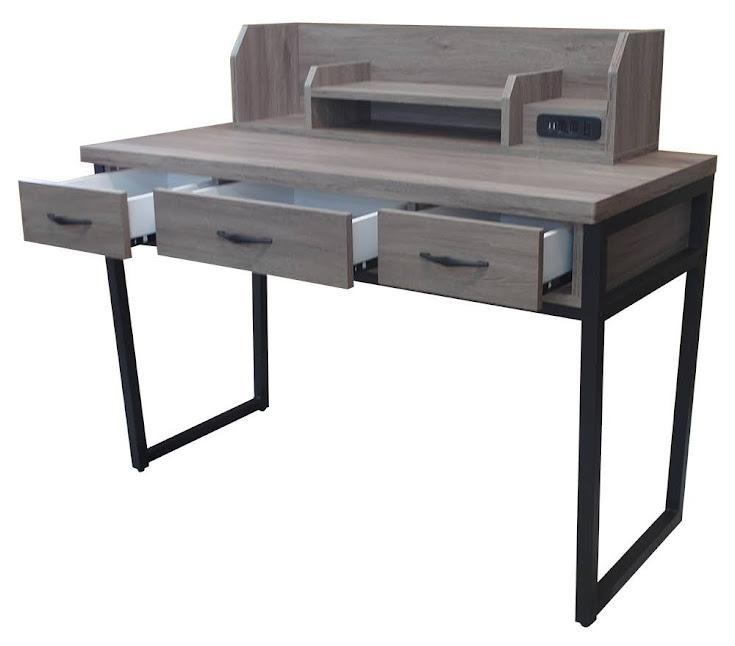 629-106  羅辛蒂4.2尺灰橡USB插座書桌