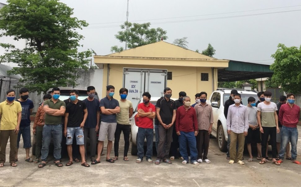 Các đối tượng trong ổ nhóm tổ chức đánh bạc bị Công an huyện Tân Kỳ bắt giữ