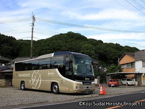 西鉄観光バス「GRANDAYS」 有田・波佐見日帰りツアー_108 西の原地区駐車場にて待機中の8545