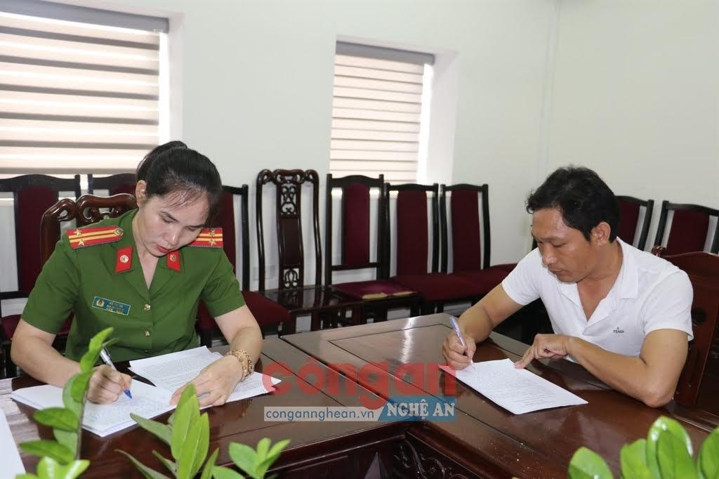 Lấy lời khai bị can Nguyễn Đình Thịnh, PGĐ Công ty CP xây dựng văn sơn.