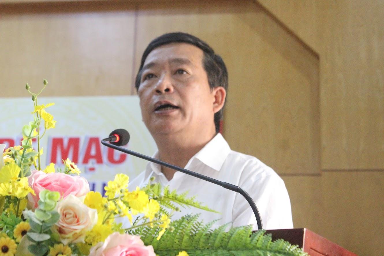 Đồng chí Võ Văn Mai, Phó Giám đốc Sở GD &ĐT, Phó Trưởng Ban tổ chức báo cáo tổng kết Hội khỏe Phù Đổng lần thứ XIX.