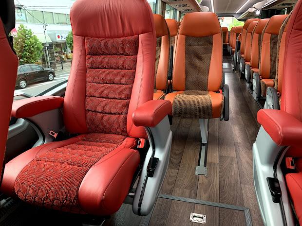 ワイドビューシート 運転席側(1席✕2列)