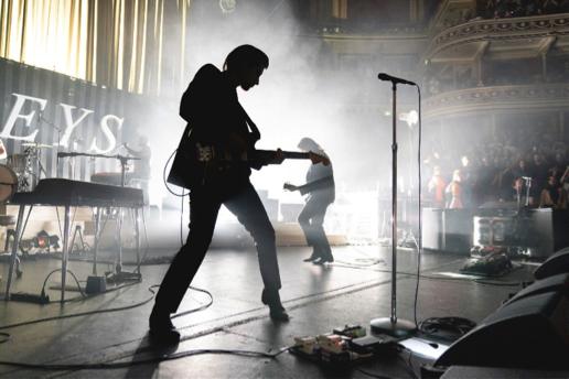 Arctic Monkeys 北極潑猴 發現場演出專輯援助英國戰地兒童基金會