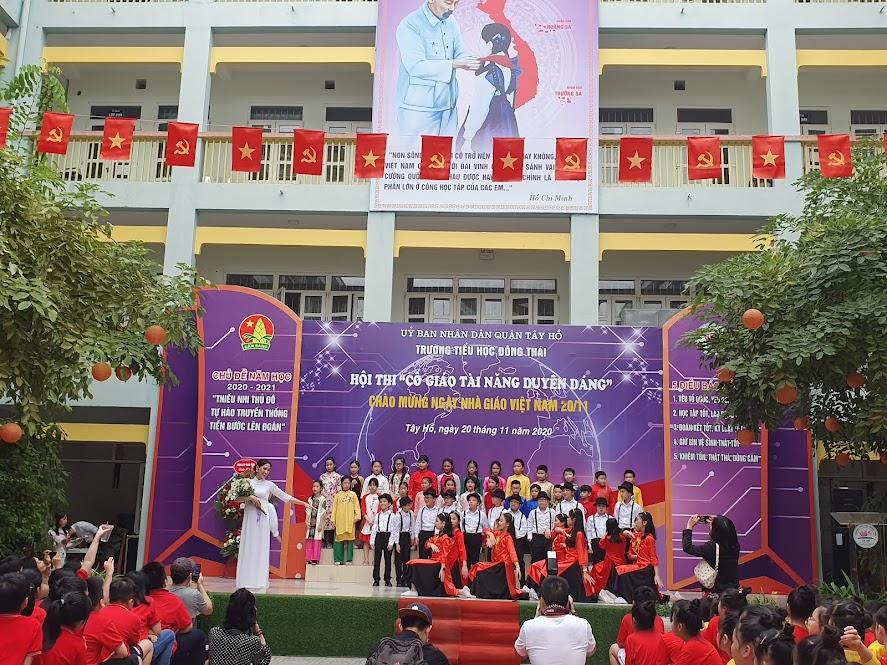 Cô giáo Ngô Thi Diệp với màn múa Hà Nội 12 mùa hoa