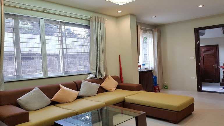 Cheap 1 – bedroom apartment in Dang Thai Mai street, Tay Ho district for rent