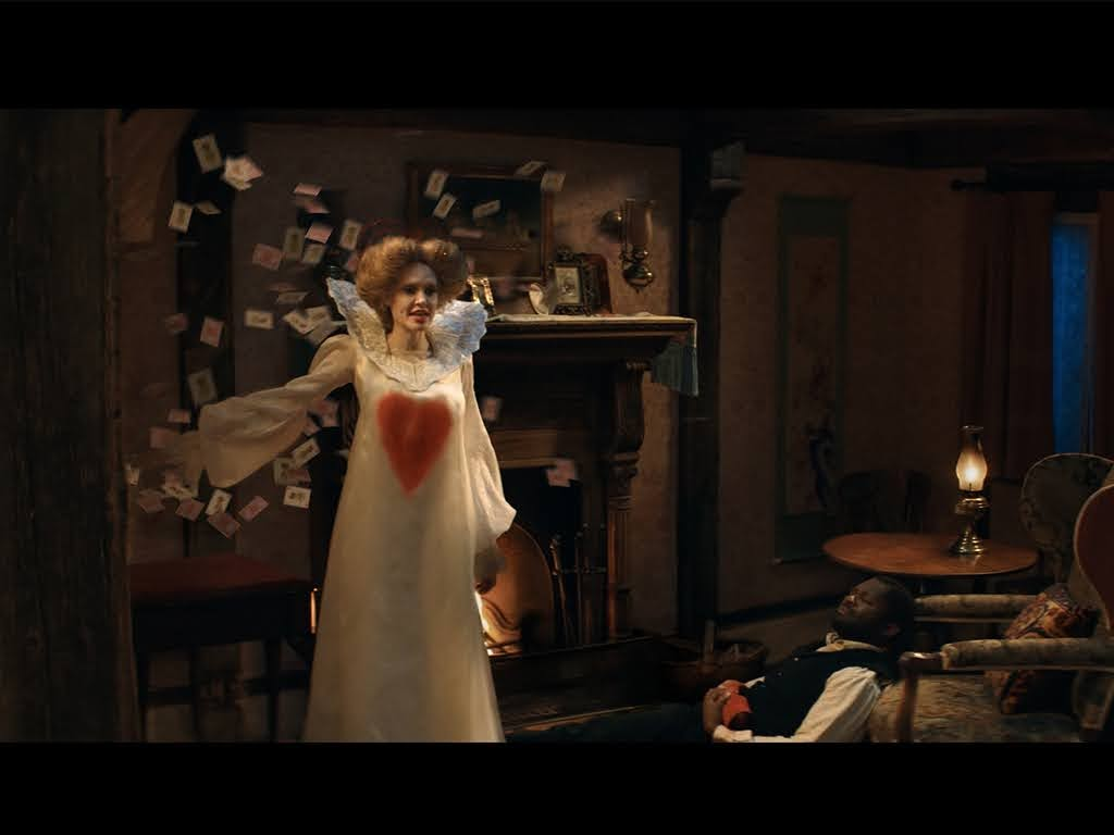 《 愛麗絲與夢幻島 》 安潔莉娜裘莉 接棒 安海瑟薇 搶當「白皇后」