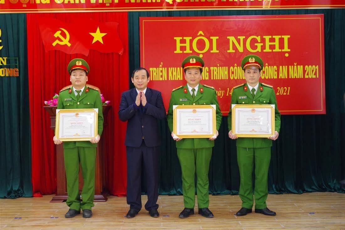 3 cá nhân được Chủ tịch UBND tỉnh Nghệ An tặng Bằng khen