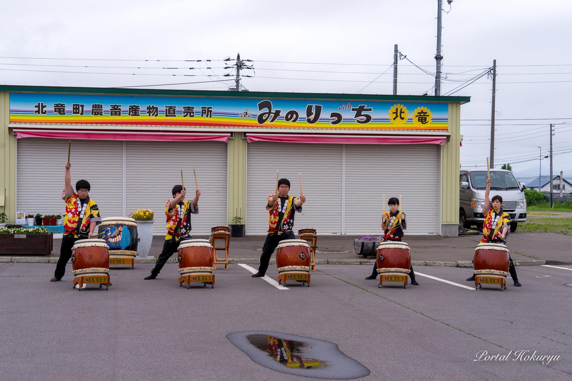 北竜太鼓のメンバーによる演奏