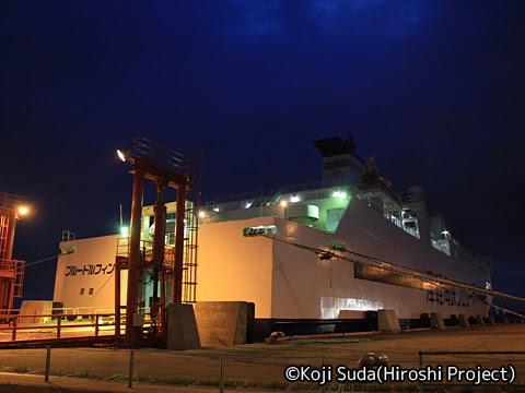 津軽海峡フェリー「ブルードルフィン」 青森港にて