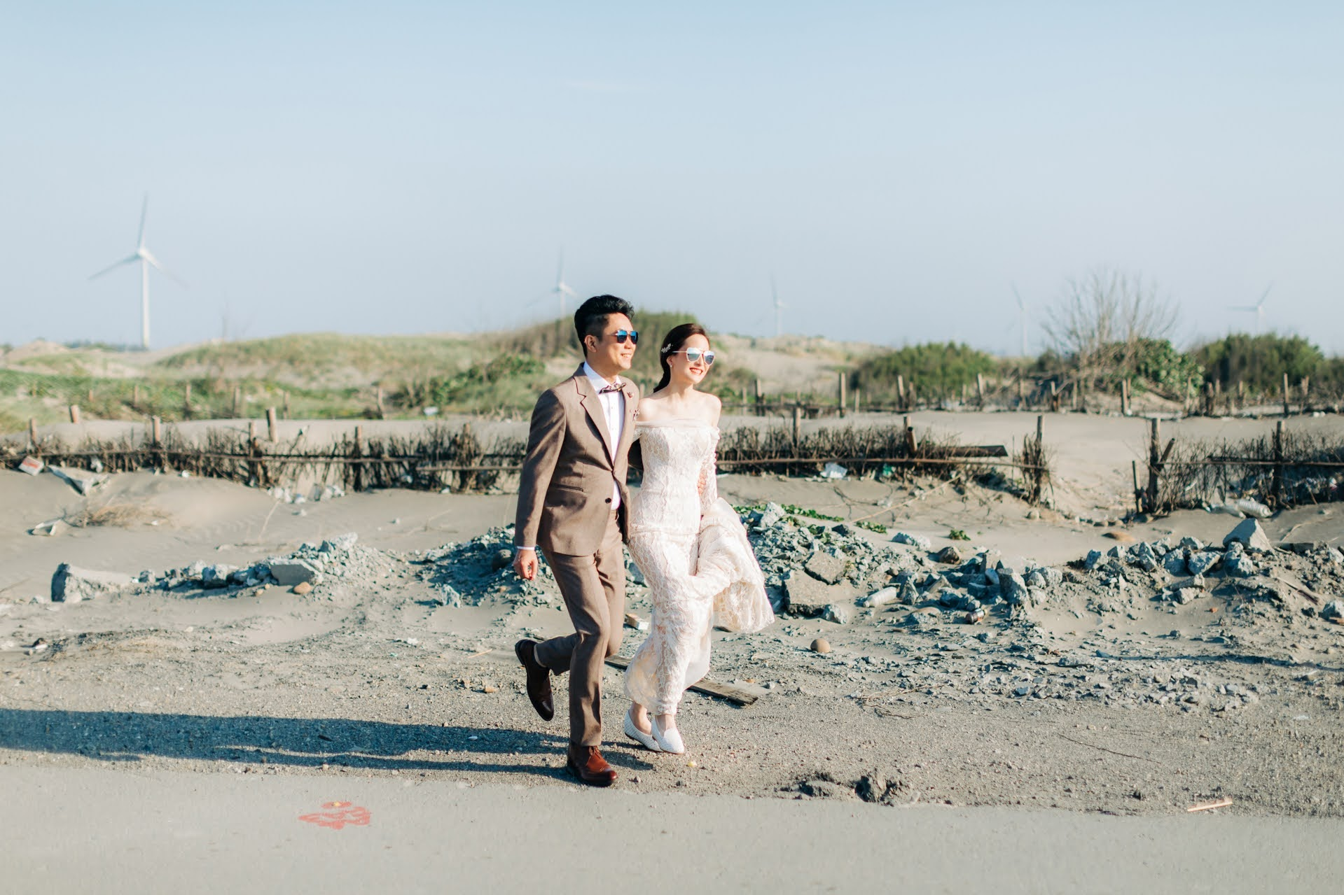 初夏,在顏氏牧場和優美的海灘,替Wiki和Diane拍攝了這組婚紗照,除了牧場內的美景,黃昏時伴隨著美麗的夕陽和煙花,兩人漫步在沙灘上,享受只屬於他們的約會片刻。