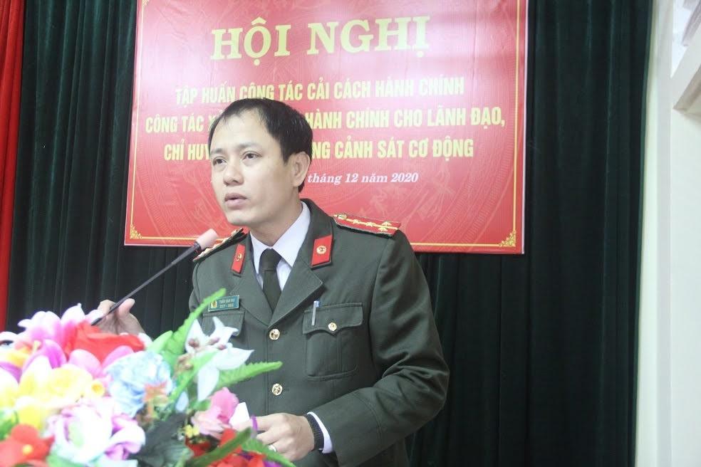 Đại úy Trần Văn Thọ, chuyên viên Phòng Tham mưu Công an tỉnh quán triệt, tập huấn một số vấn đề liên quan đến công tác cải cách hành chính