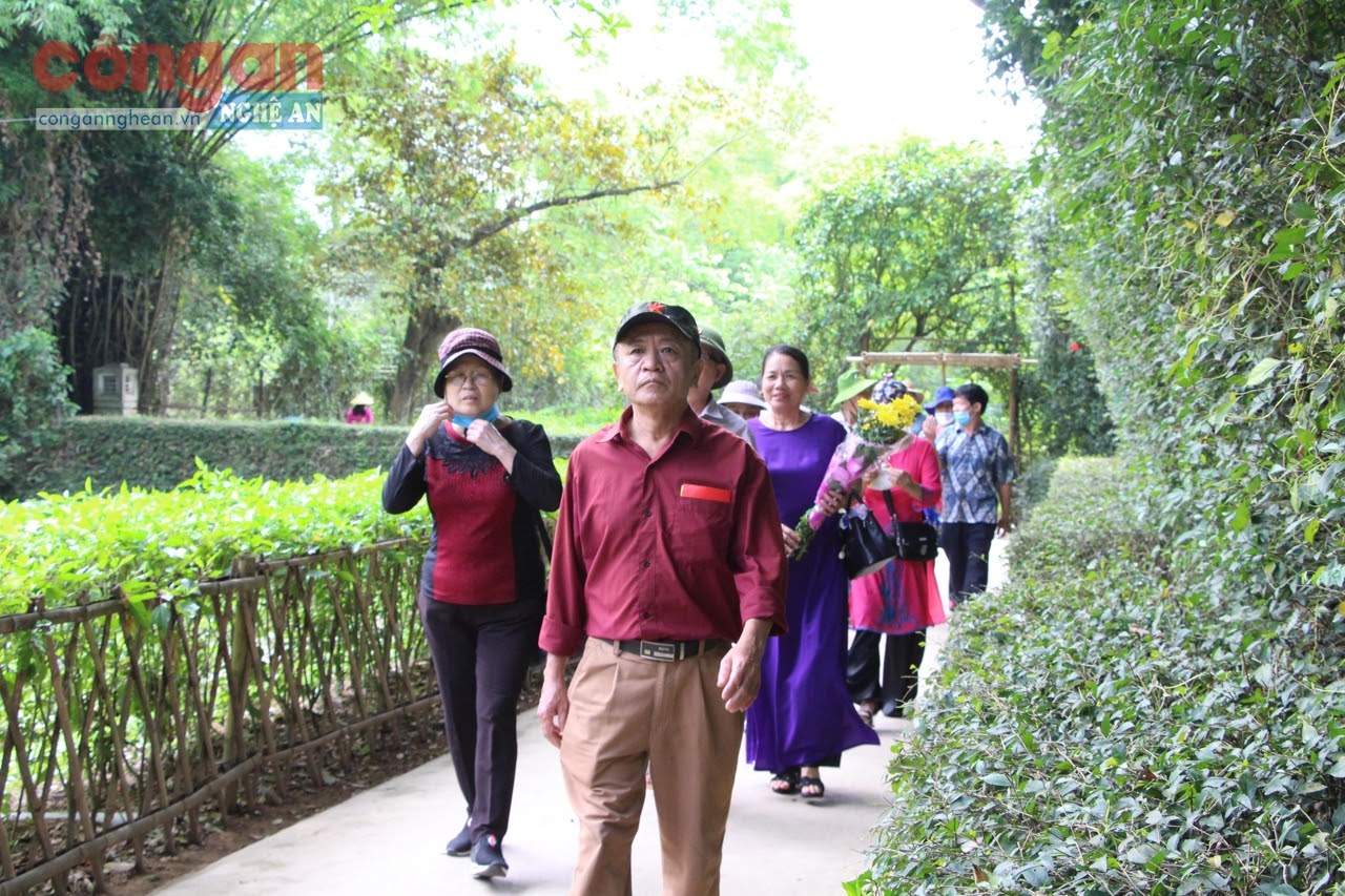 Mỗi dịp tháng 5 về, du khách lại hành hương về thăm quê Bác