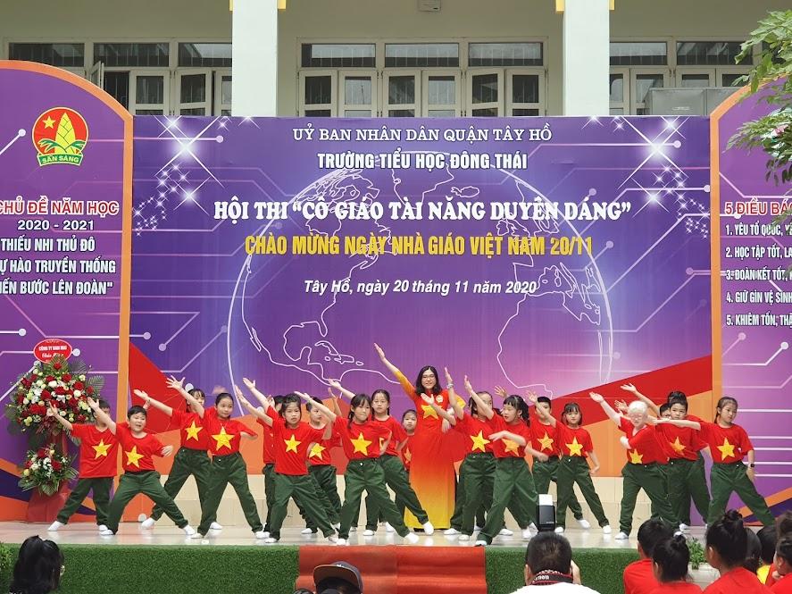 Cô Nguyễn Phương Linh với màn hát múa Dòng chảy thời gian của đất nước Việt Nam vô cùng xúc động