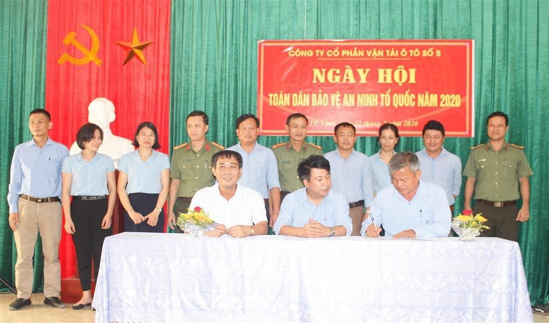 Đại diện các đơn vị tự quản của Công ty ký cam kết ngày hội Toàn dân bảo vệ ANTQ năm 2020