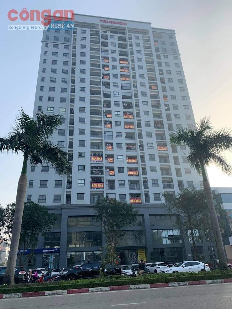"""Hàng loạt cư dân tại Chung cư CT21 Trung Đô Tower                  cùng treo biển """"bán nhà"""""""