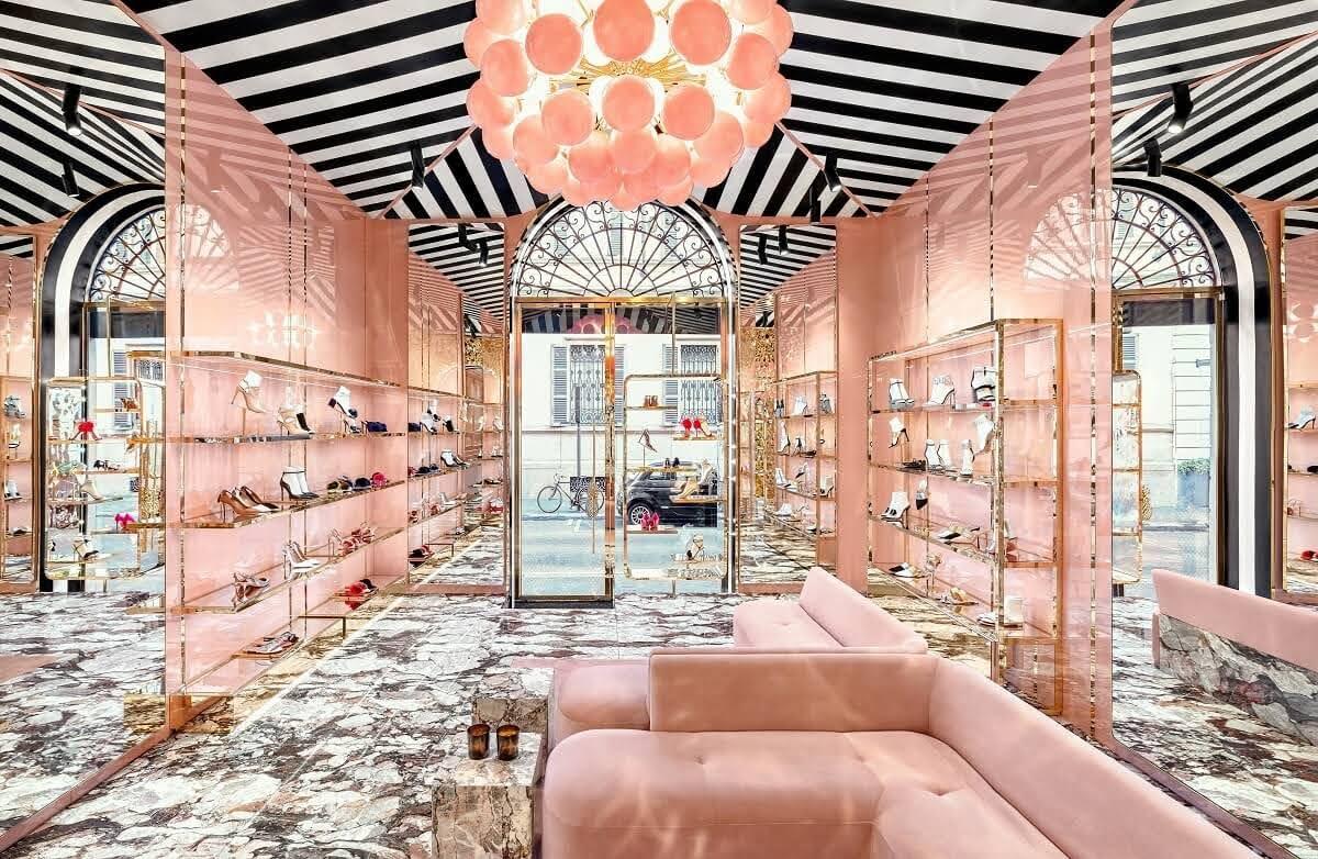 thiết kế shop giày màu hồng