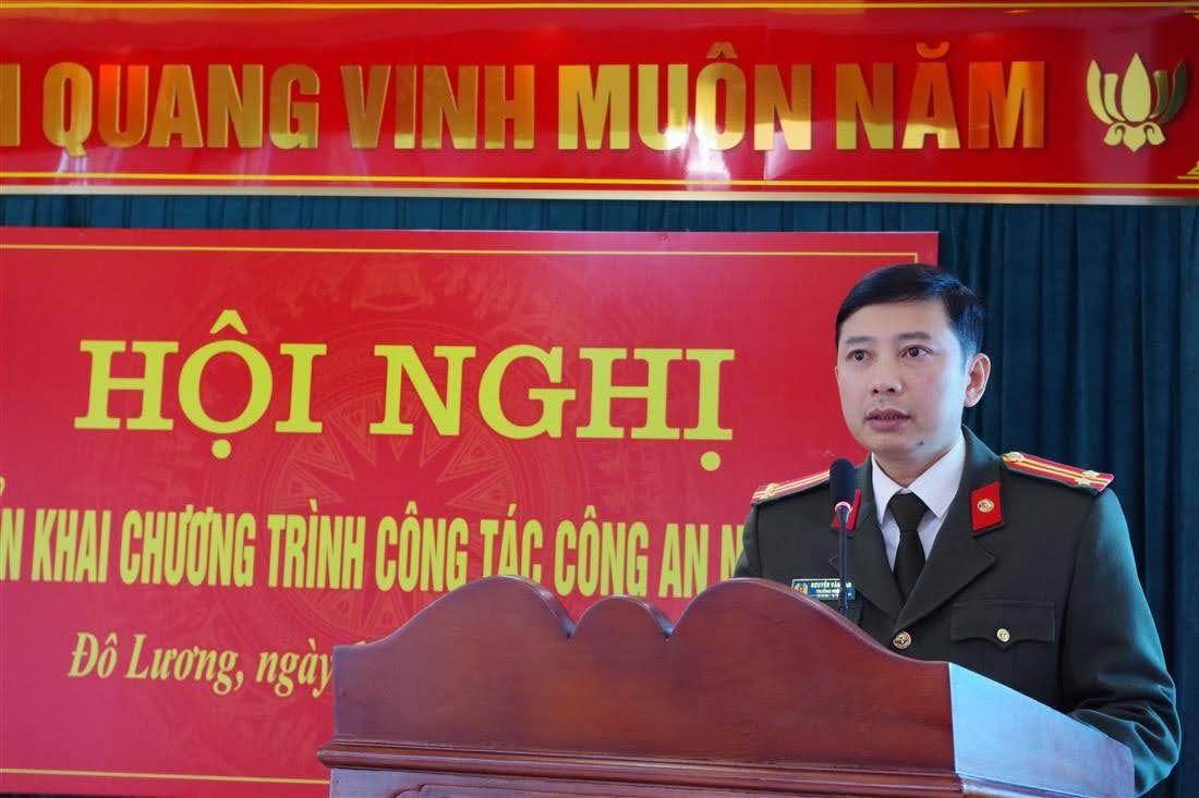 Đồng chí Nguyễn Văn Đạo, UVBTV Đảng ủy Công an tỉnh, Trưởng Phòng Tham mưu phát biểu chỉ đạo tại hội nghị
