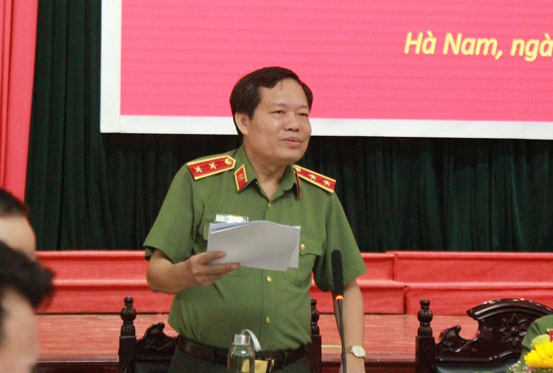 Trung tướng Đào Gia Bảo, Ủy viên Đảng ủy Công an Trung ương, Cục trưởng Cục công tác đảng và công tác chính trị điều hành thảo luận.