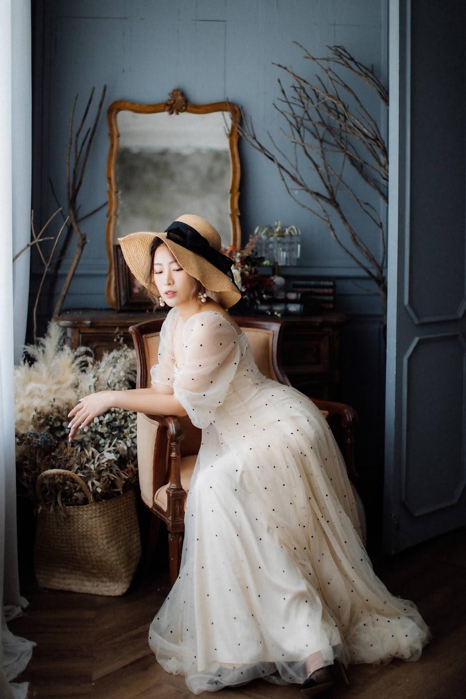 美式婚紗創作 | INSPIRATION | 復古的美式逐光婚紗 美式婚紗創作 / 靈感 創意 婚紗 / 美式婚紗婚禮 / 單人 婚紗, 今年秋天,我們在53studio ,替 Grace 拍攝了這組 藝術 單人 婚紗,在涼爽的季節,拍攝相當順利。這是一次非常深刻的 靈感 復古 婚紗 拍攝經驗,而外拍後,我們拍攝了兩個場景,在法式攝影棚為她拍攝AG的 逐光 美式 婚紗。