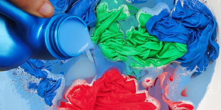 Quần áo bị vết bẩn xanh khi giặt máy LG