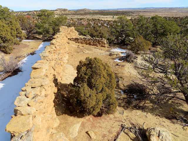 Rock wall extending across the tip of a mesa