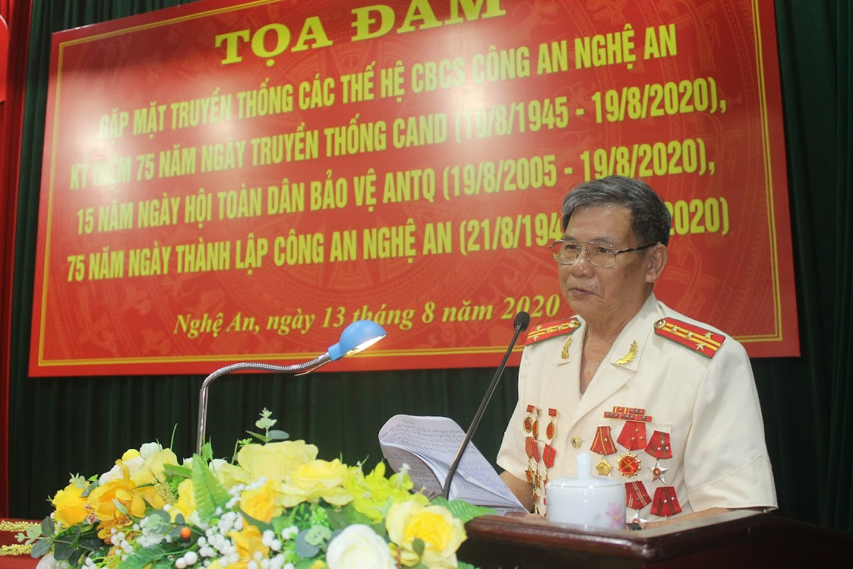 Đồng chí Đại tá Trần Phồn, nguyên Giám đốc Công an tỉnh ôn lại truyền thống lịch sử hào hùng của CANA