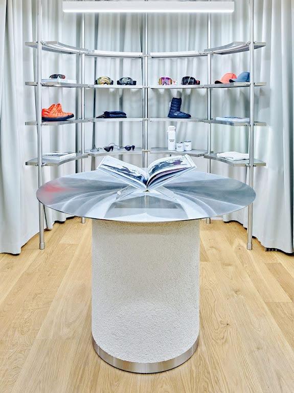 kệ trưng bày giày túi