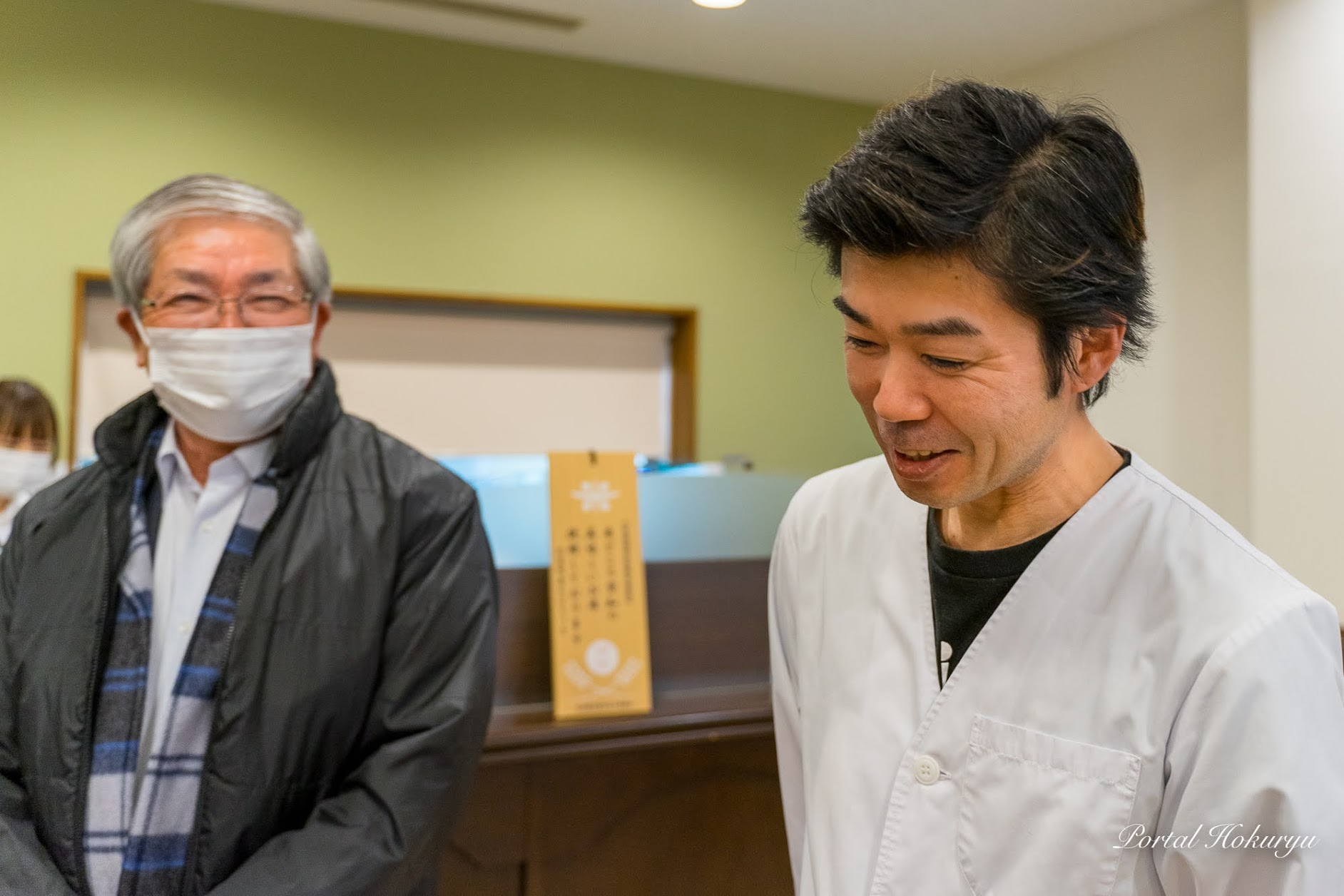笑顔で見守る黒千石事業協同組合・高田幸男 理事長