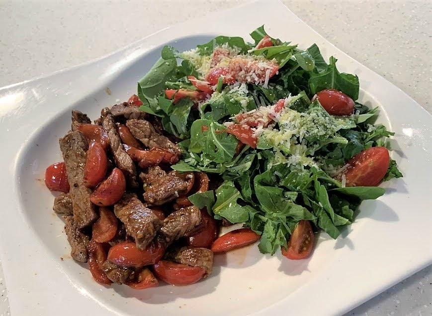 루꼴라를 곁들인 토마토 소고기 볶음 스트라세티 알라 로마나 ⓒ BRERA