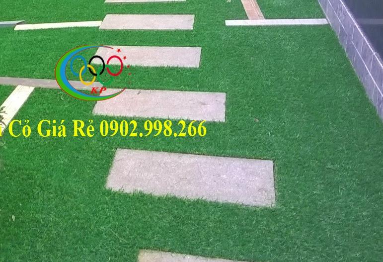 Sử dụng thảm cỏ nhựa khi dùng thiết kế ngoại thất