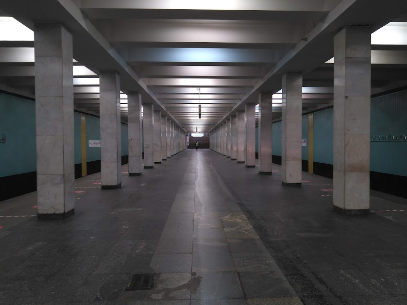 "7. Москва. 6 апреля. Станция метро ""Юго-Западная""."