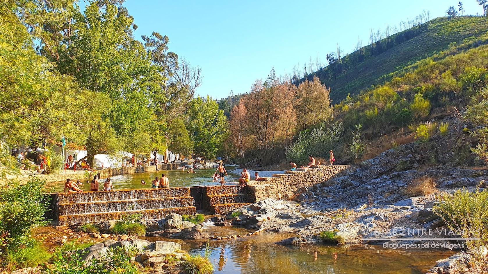 PRAIA DO PENEDO FURADO - Visitar o passadiço do PENEDO FURADO   Uma praia fluvial, um trilho, um passadiço, várias cascatas e piscinas naturais