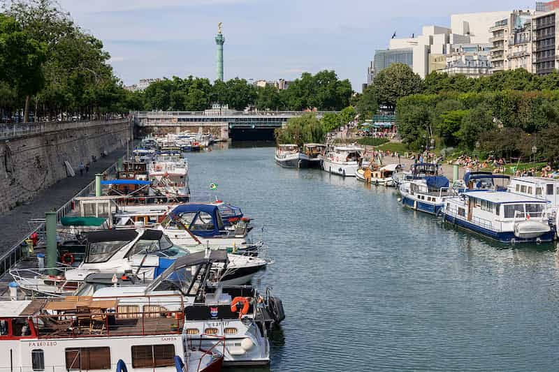 エミリー、パリへ行く サンマルタン運河デート