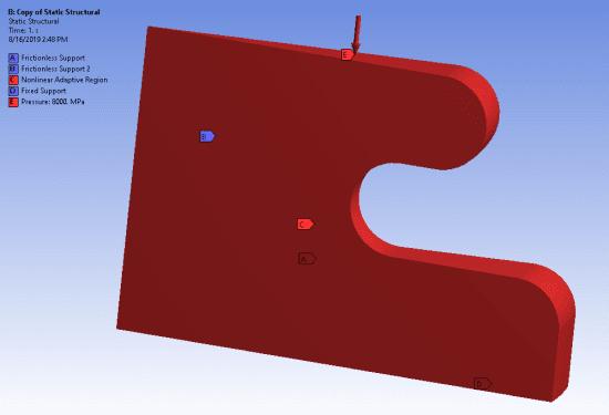 К верхней грани клиновидного фрагмента, моделирующего круглую деталь из гиперупругого материала, приложено давление