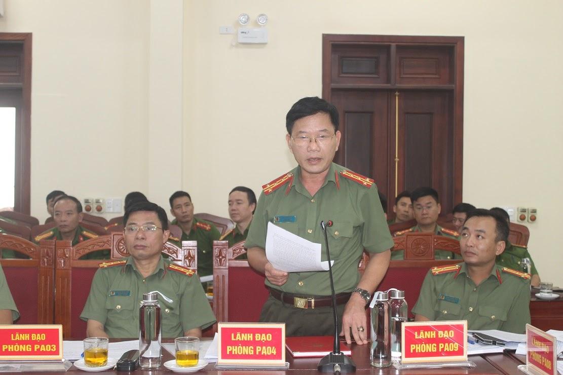 Các đồng chí Trưởng phòng trong Công an tỉnh phát biểu tại buổi làm việc