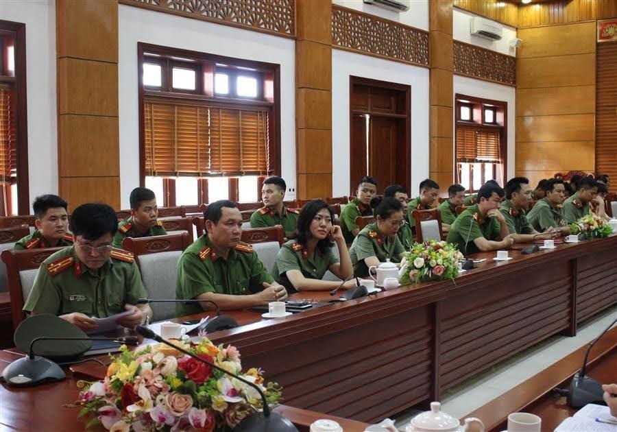 Các đại biểu tham dự lễ bế giảng