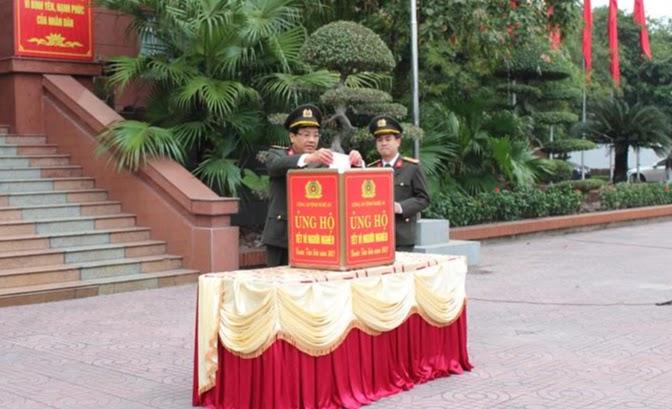 Lãnh đạo Công an tỉnh quyên góp ủng hộ Tết vì người nghèo 2021