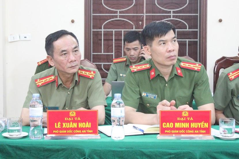Đồng chí Đại tá Lê Xuân Hoài – Phó Giám đốc Công an tỉnh; đồng chí Đại tá Cao Minh Huyền – Phó Giám đốc Công an tỉnh tại buổi làm việc.