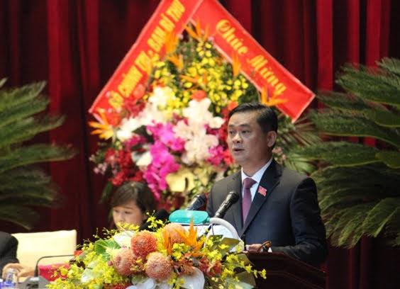 Đồng chí Thái Thanh Quý, Bí thư Tỉnh ủy trình bày Báo cáo chính trị của BCH Đảng bộ tỉnh khóa XVIII trình Đại hội đại biểu Đảng bộ tỉnh lần thứ XIX.